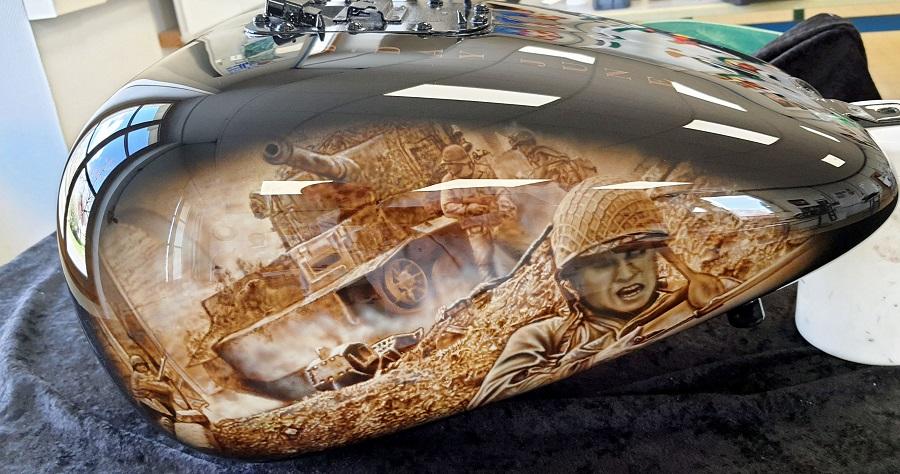 décorations-sur-réservoir-Harley Davidson à l aérographe