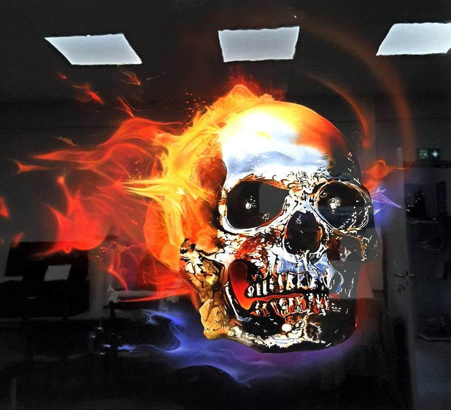 skull à l aérographe sur panneau aluminium, formation aérographe